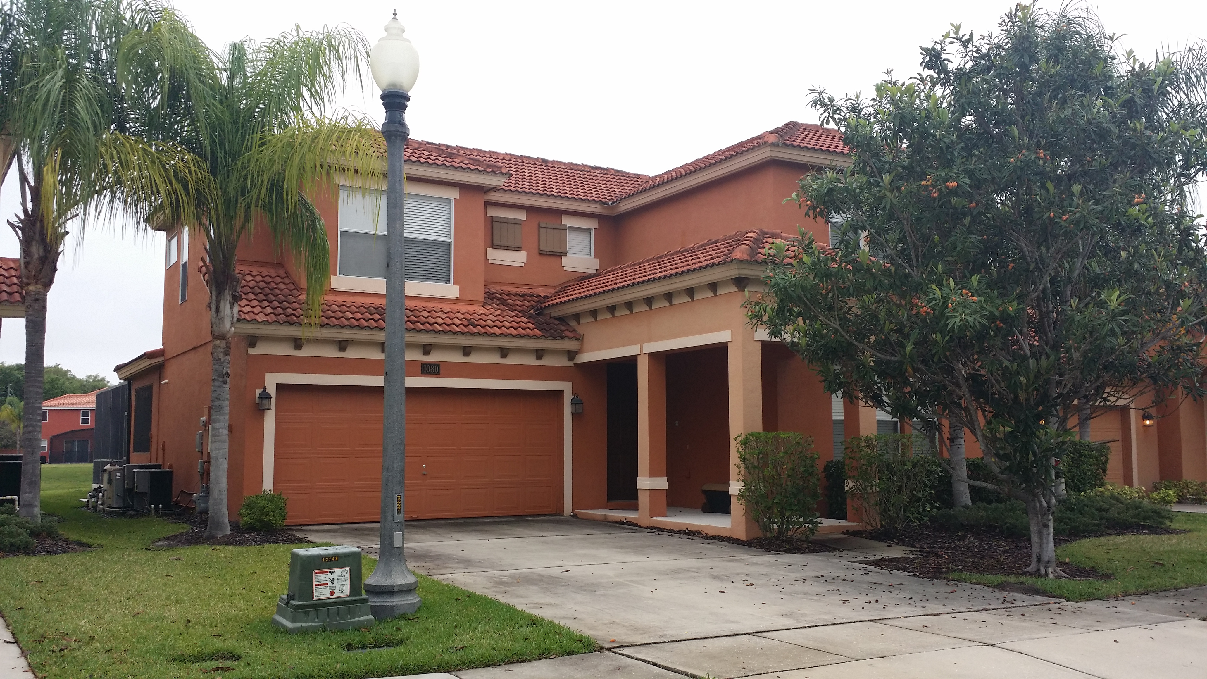 Roof Cleaning / DriveWay Cleaning Orlando Before